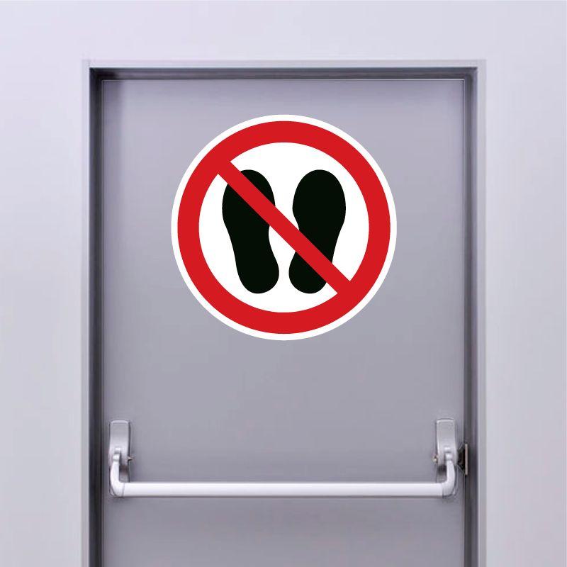 Autocollant Panneau défense d'entrer avec des chaussures - ISO7010 - P024