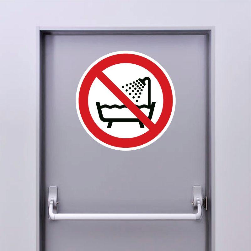 Autocollant Panneau ne pas utiliser ce dispositif dans un réservoir rempli d'eau - ISO7010 - P026