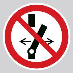 Autocollant Panneau ne pas modifier la position de l'interrupteur - ISO7010 - P031