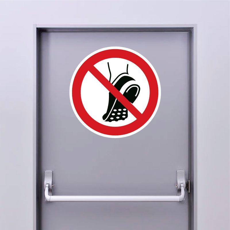 Autocollant Panneau chaussures à picots métalliques interdites - ISO7010 - P035