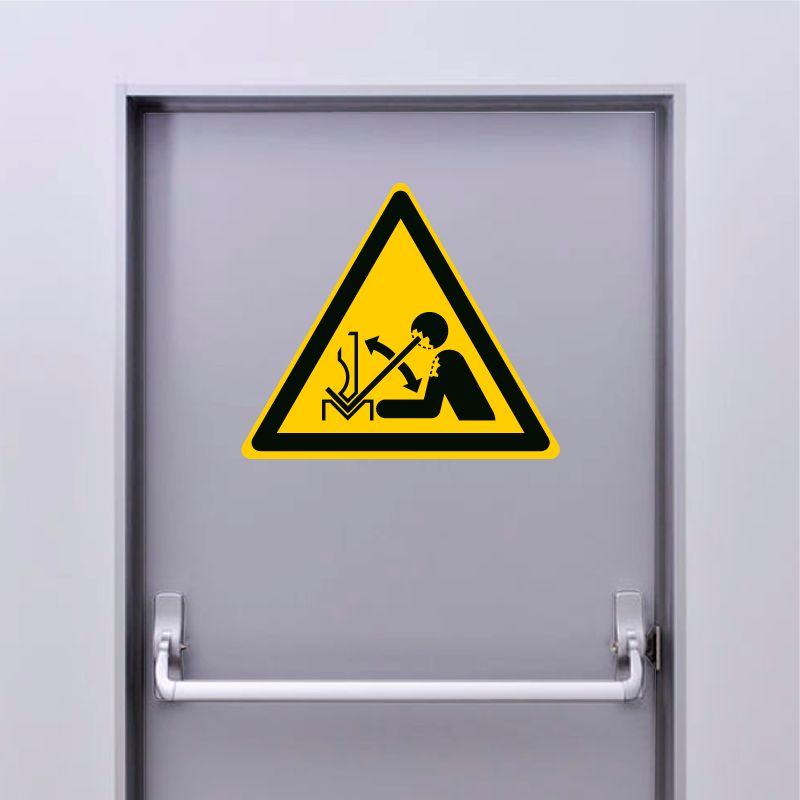 Autocollant Panneau danger déplacement rapide de la pièce à mettre en forme dans une plieuse - ISO7010 - W032